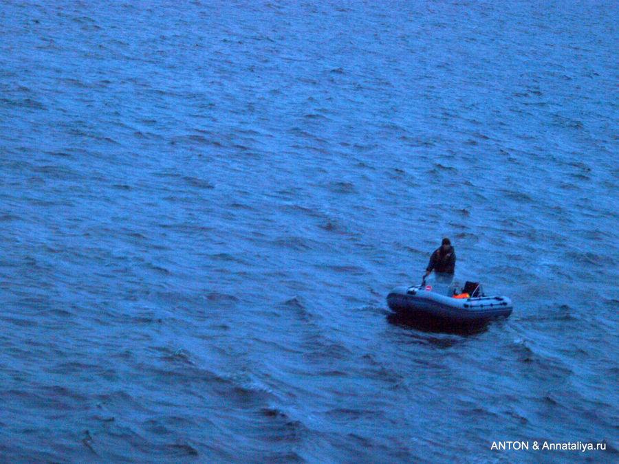 Высадка с теплохода в лодки в Курейке.