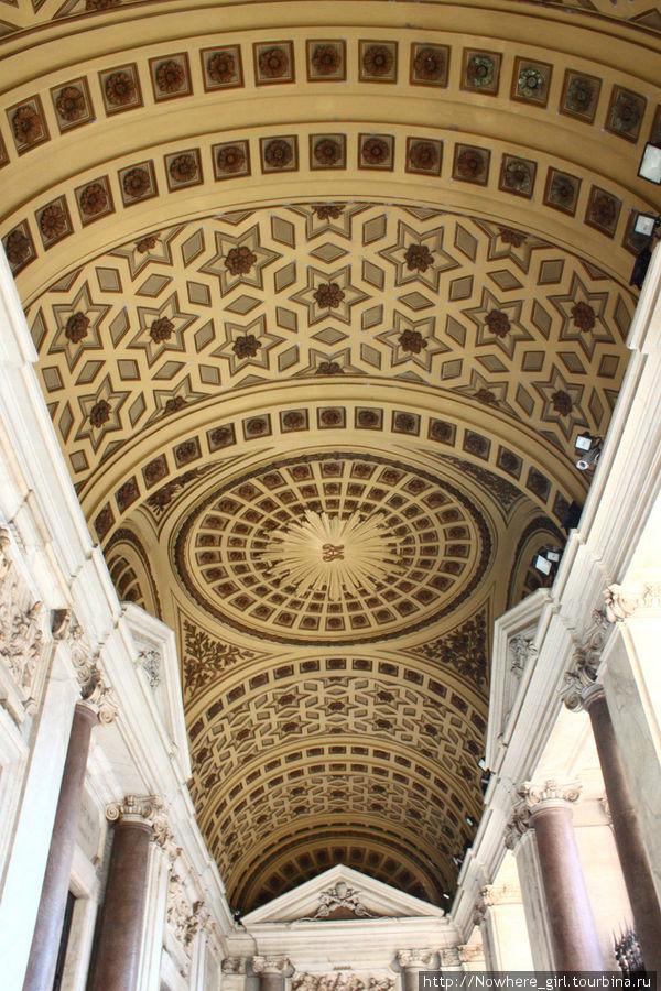 Портик церкви Санта-Мария-Маджоре
