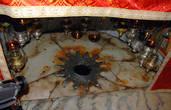 Серебряная звезда в Пещере Рождества отмечает место где родился Христос.
