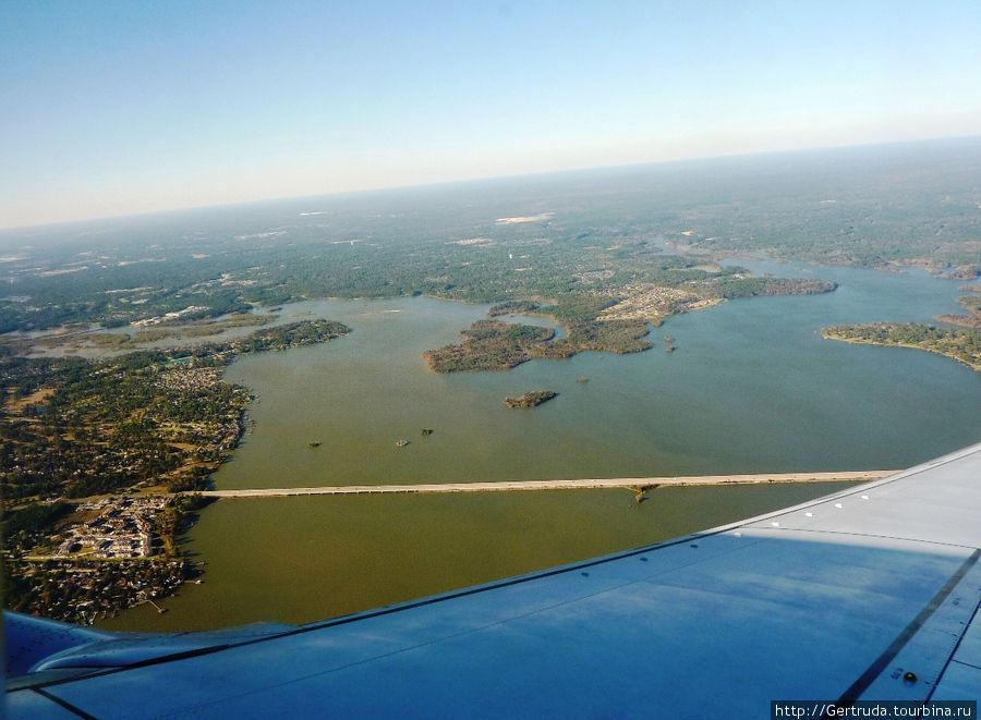 Обилие водоемов на подлете к Хьюстону
