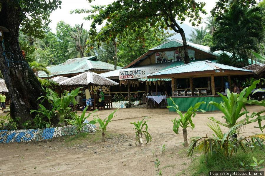 Некоторые отели и кафе на пляже