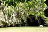 В этом месте река выходит из пещеры и рядом впадает в море. В нее проплывают гдето на километр вглубь.