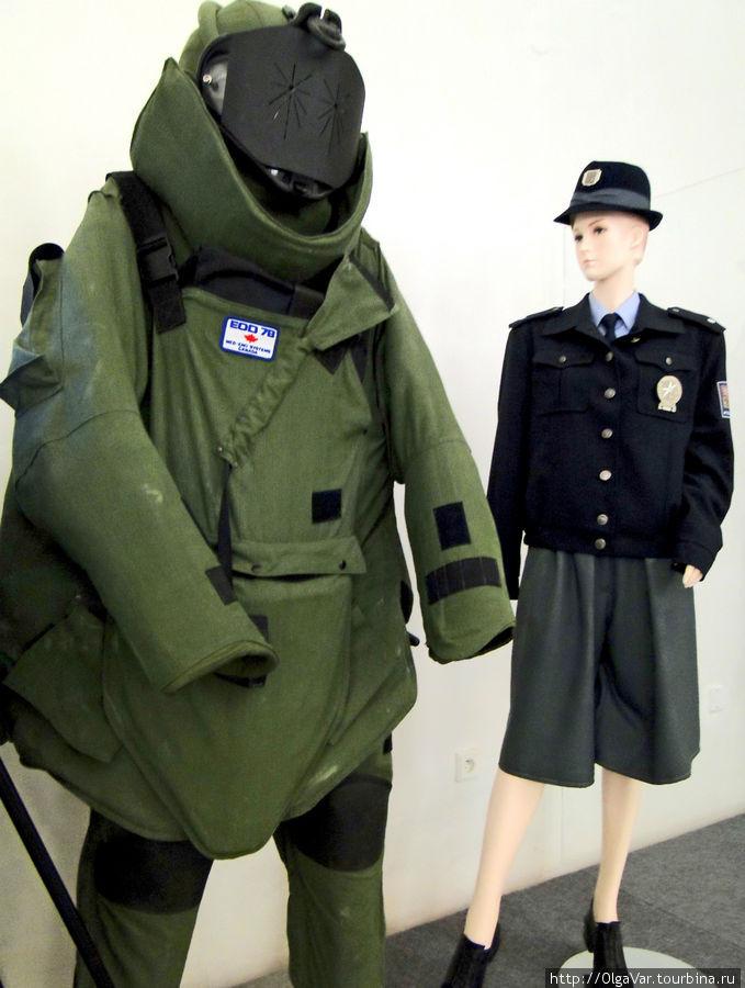 Костюмы женщин-полицейских вполне выглядят модно, правда, в таких на улицах не видела