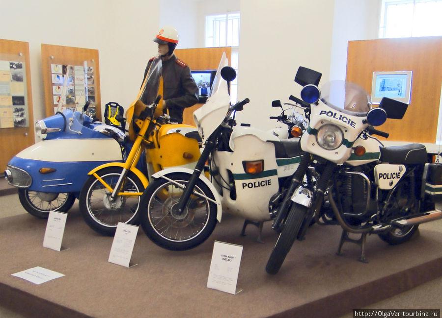 Этот зал посвящен работе дорожной инспекции против дорожно-транспортных происшествий. Здесь же экспозиция мотоциклов, в том числе популярных