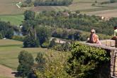На краю города есть площадка с отличным видом на долину, и Танюська как водится затребовала фотку для