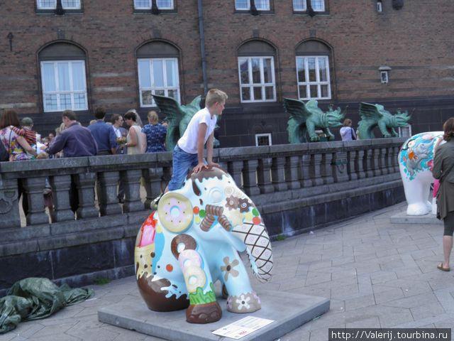 Парад слонов в защиту азиатской популяции слонов.