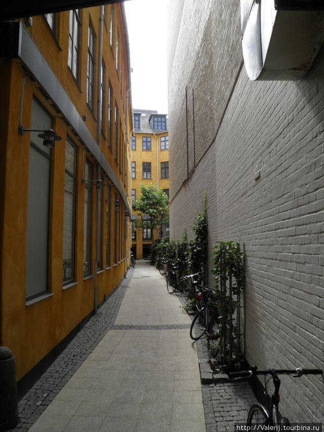 Узкие улочки города завораживают