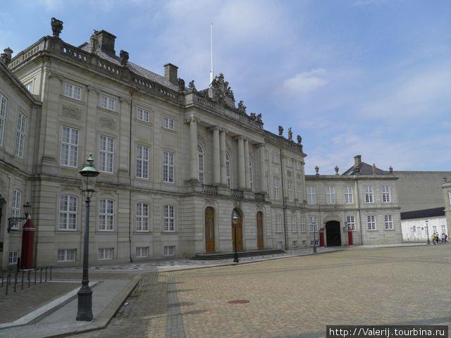 Одно из зданий  Amalienborg