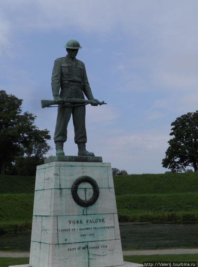 Памятник воинам, погибших во второй мировой войне.