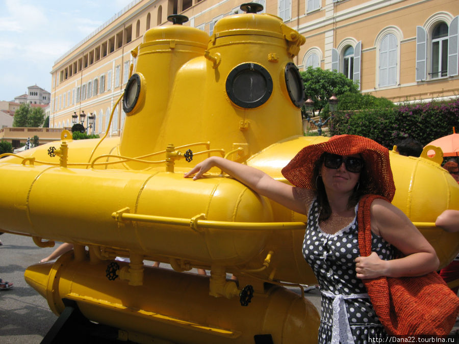 We all live in a yellow submarine Yellow submarine, yellow submarine We all live in a yellow submarine Yellow submarine, yellow submarine