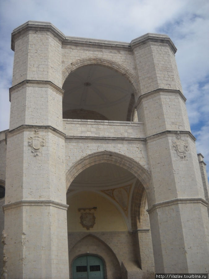 Фасад Сан-Бенито