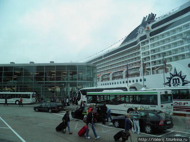 Orchestra рядом с туристическим терминалом