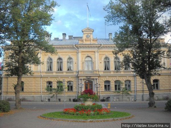 Вид на ратушу с площади