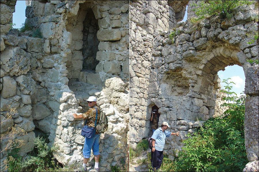 Июль 2005 г. Первое знакомство с дворцом-цитаделью. На фото: Андрей Илюхин и Вадим Авдюнин.