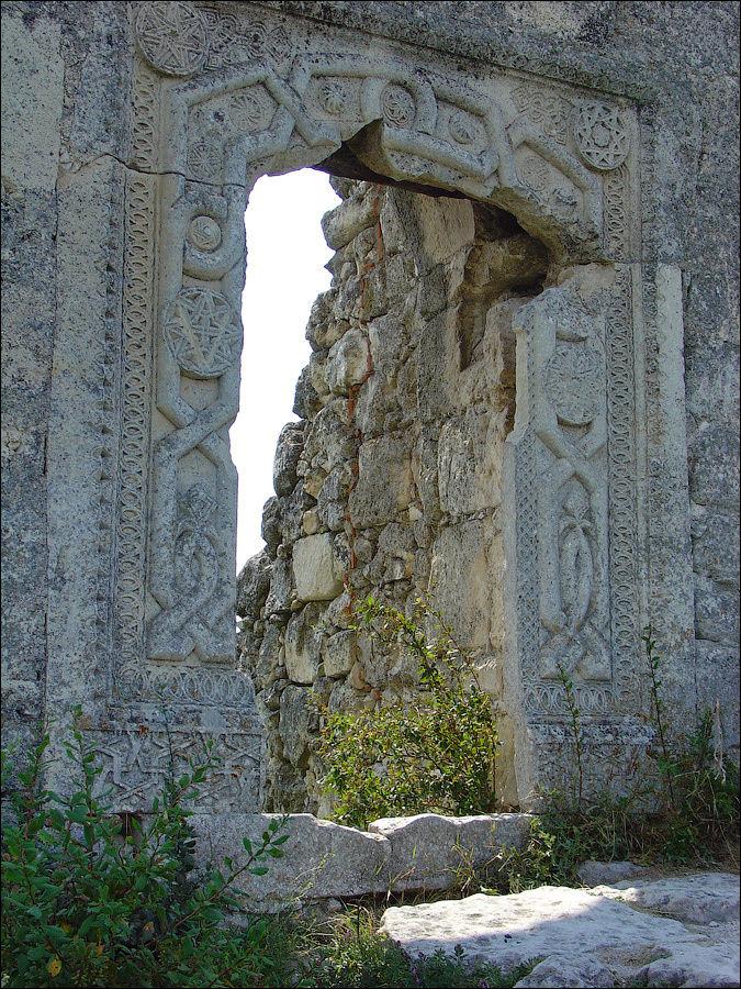 Июль 2005 г. Орнамент портала.