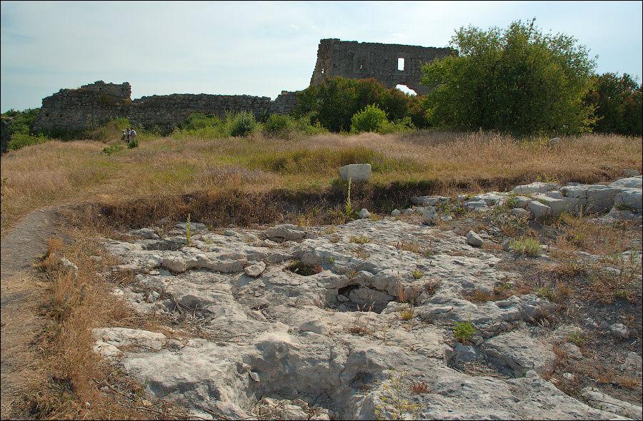 Июнь 2007 г. Археологический раскоп на площади Цитадели.