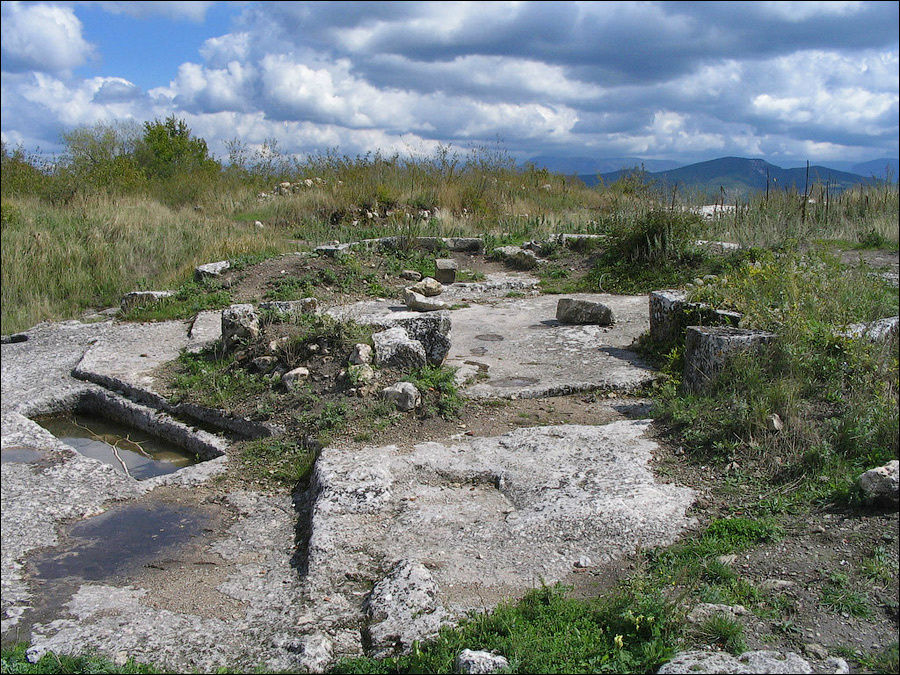 Фундамент  октагона. Фото с сайта села Красный Мак (http://vmake.net).