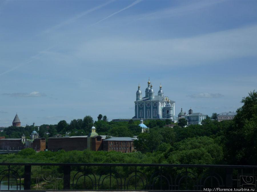 Вид на собор с моста через Днепр