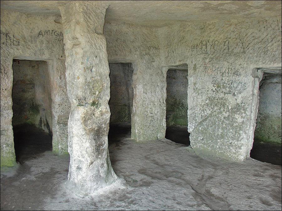 Помещение с пятью камерами пещеры