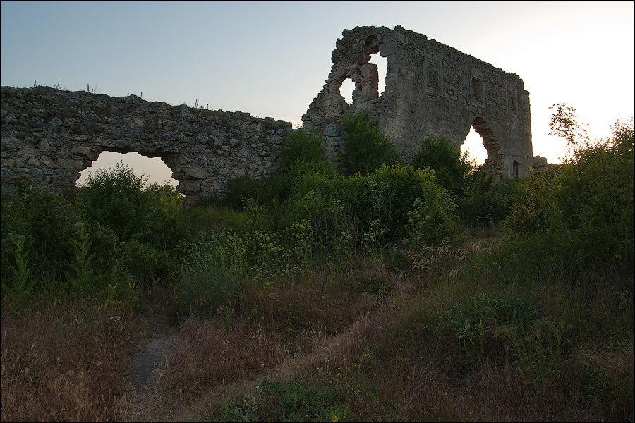 Внутренние стены Цитадели, июнь 2009 г.