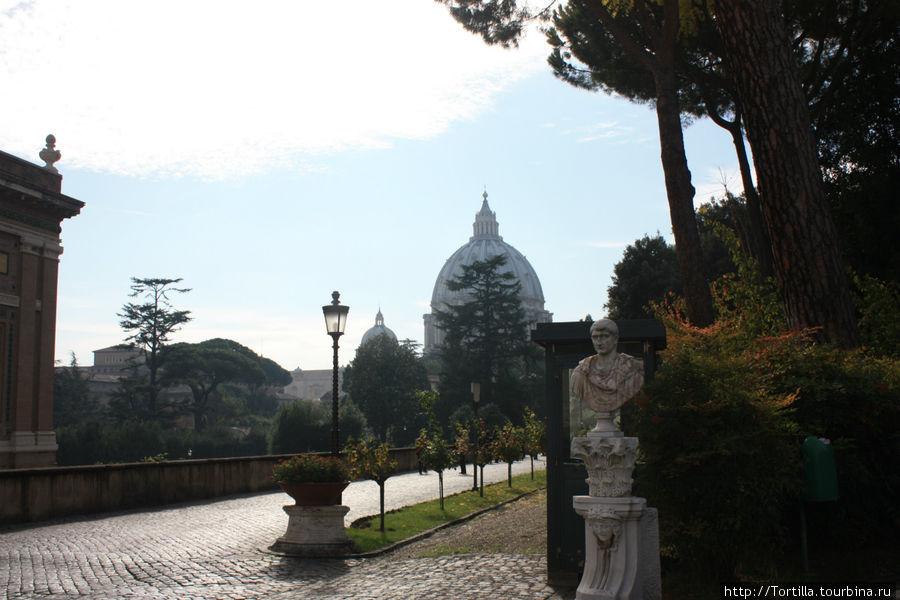Ватикан. Вид на Собор Святого Петра из садов Ватикана