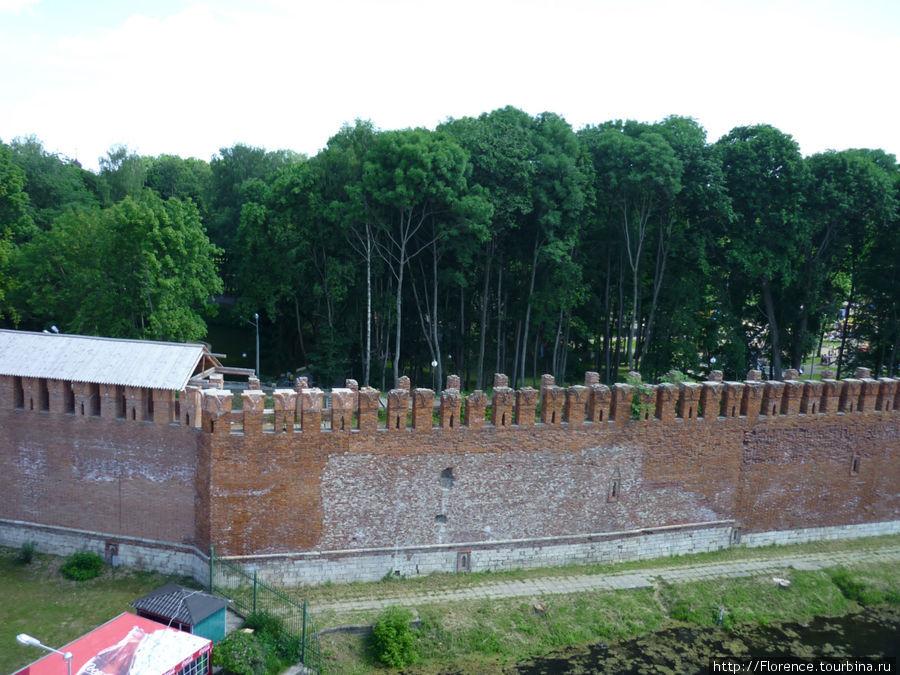 Стена у Лопатинского сада