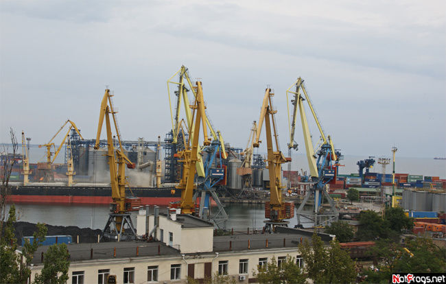 Вид на порт из парка Шевченко