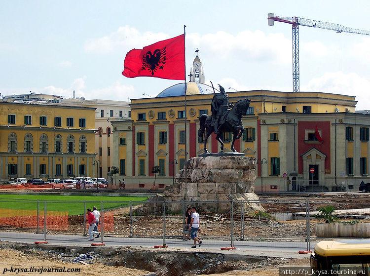 Памятник Скандербегу в Тиране