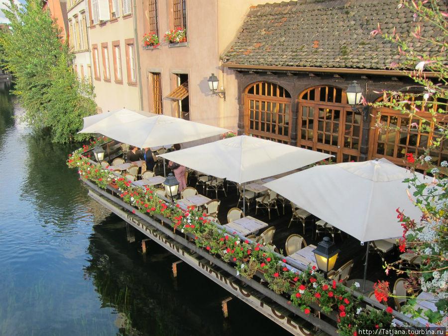 романтические столики на воде
