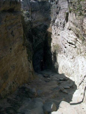 Ущелье — тропа к берегу Килотоа