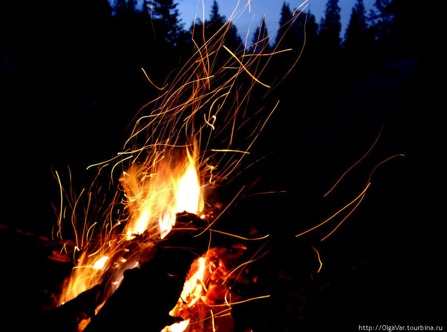 Можно бесконечно смотреть на потрескивающий костер, вспыхивающий огненными искрами