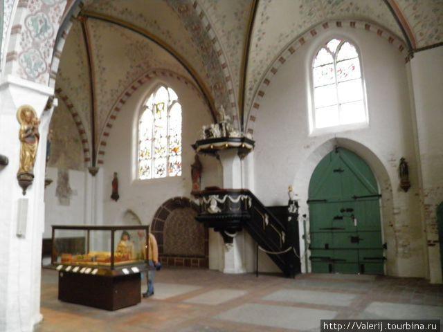 Внутри церкви при больнице Святых духов.