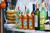 Традиционные товары — джин,помада и сыр.
