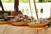 Ну и закуска,понятно — копченное мясо и колбасы.