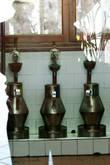 В винокурне можно посмотреть,как раньше производился джин.