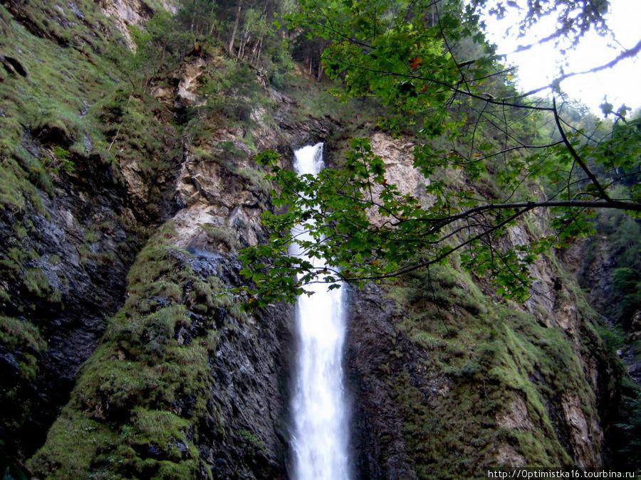 Это — знаменитый 140-метровый водопад в ущелье Лихтенштайнкламм.