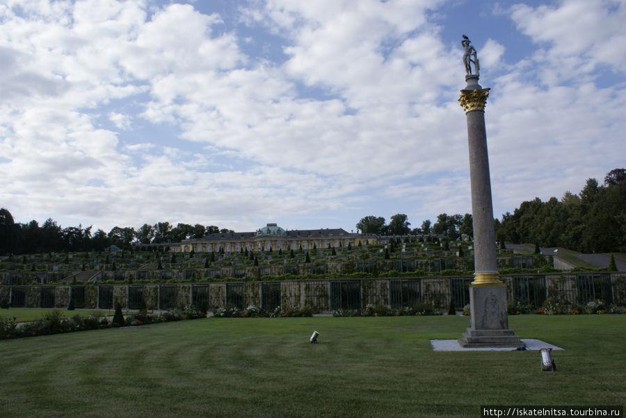 Дворец Сан-Суси, который мне как раз и напомнил Петергоф.