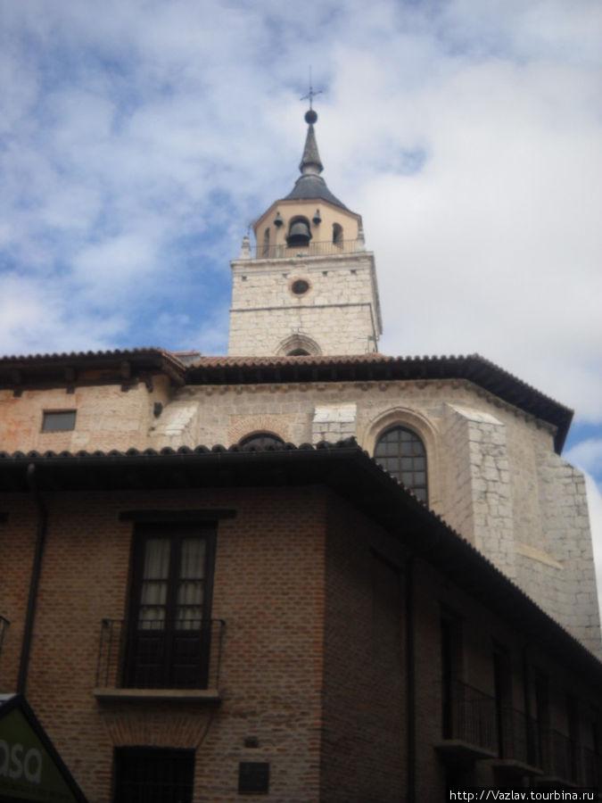 Здание церкви и колокольня