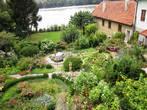 Жилой дом с садиком на берегу Дуная.