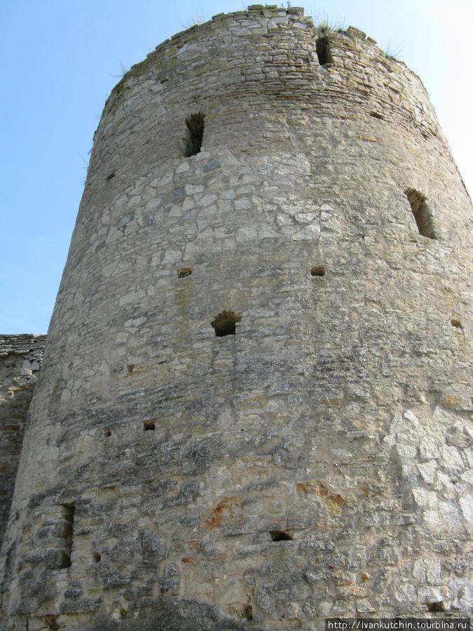 Башня местами отреставрир