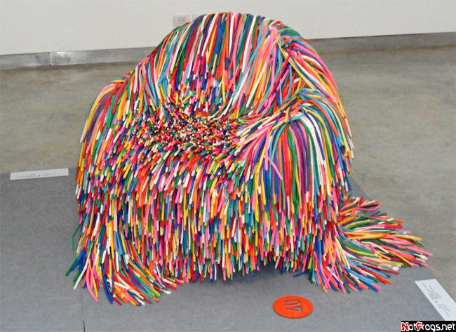 Кресло из ненадутых воздушных шариков