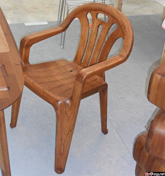 В чем оригинальность? Стандартный пластиковый стул выполнен из дерева!