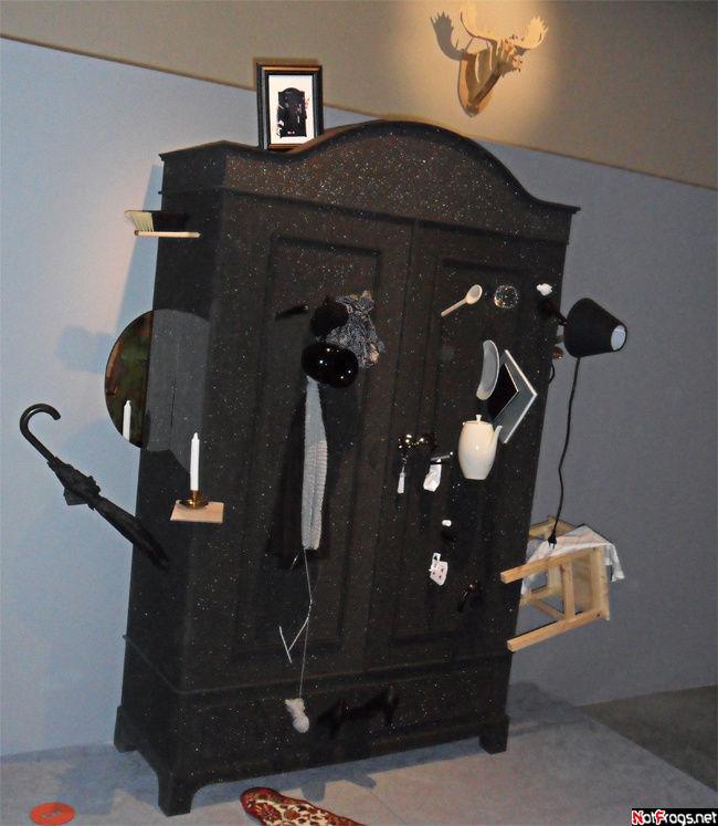 Инсталляция на тему шкафов и всего, что с ними связано