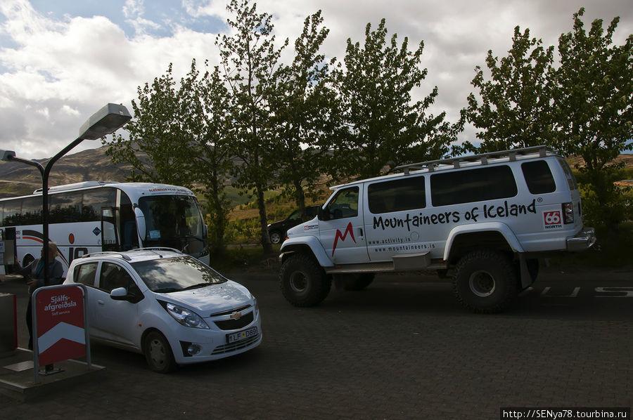 Настоящий исландский джип должен быть размером с автобус )
