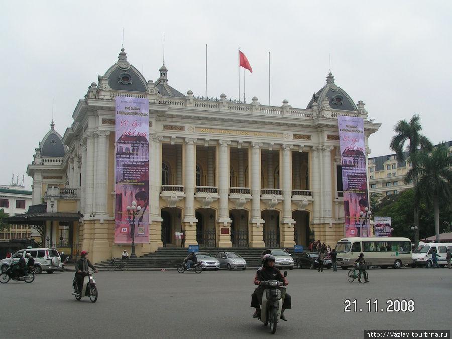 Фасад Оперы