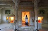 В храме джайнов идёт церемония