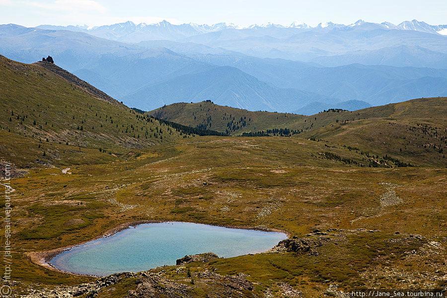 Тургундинское озеро и Катунский хребет
