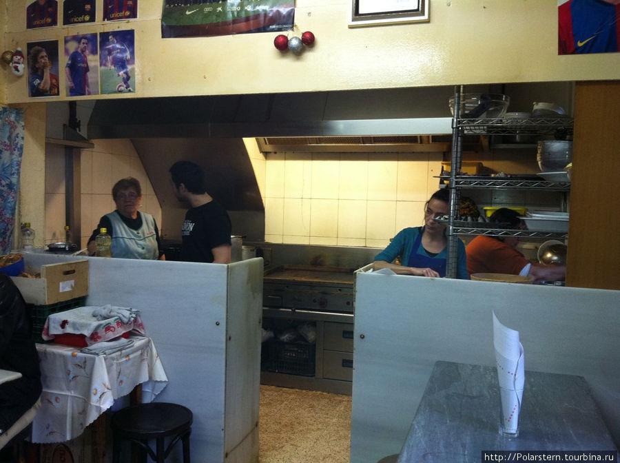 кухня почти не отделена от зала