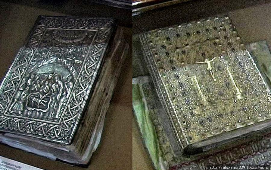 Книги в серебряном перепл