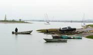 застали процесс вытаскивания лодки на сушу
